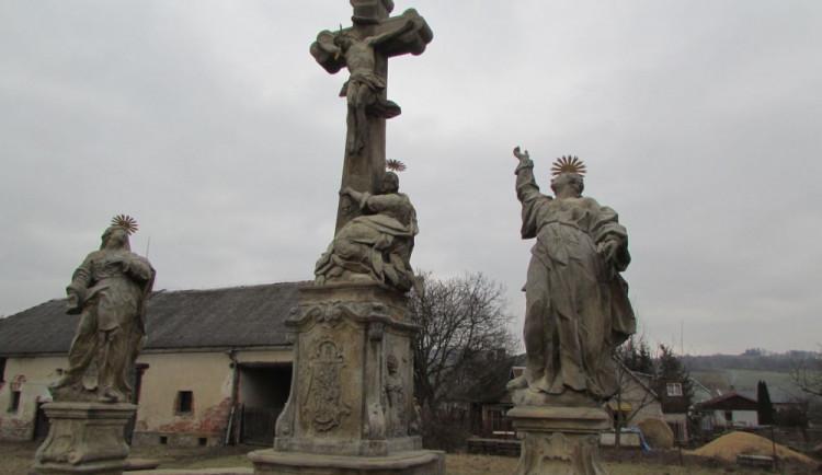 Vandal urazil prsty soše, která se součástí sousoší Kalvárie v Libině. Škoda jde do desítek tisíc