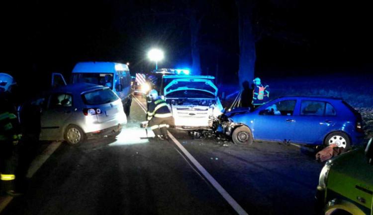 AKTUALIZOVÁNO: Silnice mezi obcemi Bukovice a Písařov je po těžké nehodě opět průjezdná