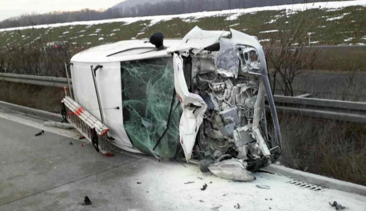 Nehoda dvou aut v pondělí uzavřela dálnici ve směru z Olomouce na Ostravu