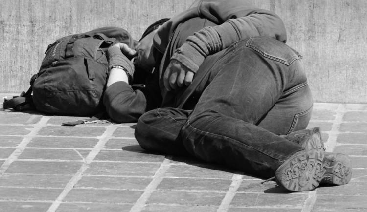 Kvůli mrazu chodí terénní pracovníci za olomouckými bezdomovci častěji