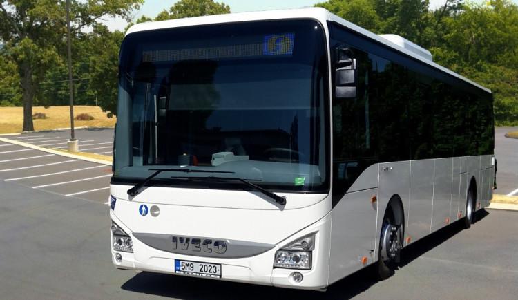 Autobusové jízdní řády se v neděli znovu změní, úpravy se týkají osmdesáti spojů