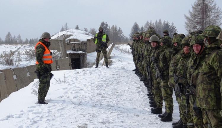 FOTOGALERIE: Příslušníci 153. ženijního praporu absolvovali na Libavé tvrdý výcvik v třeskutých mrazech