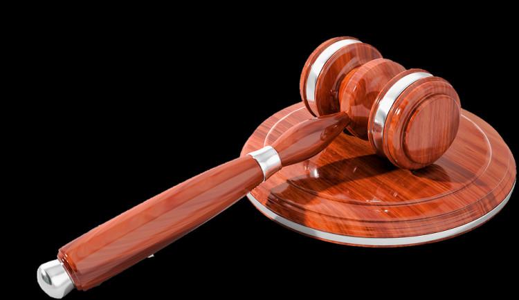 Olomoucký vrchní soud potvrdil trest za vraždu. Žena bodla partnera nožem do srdce