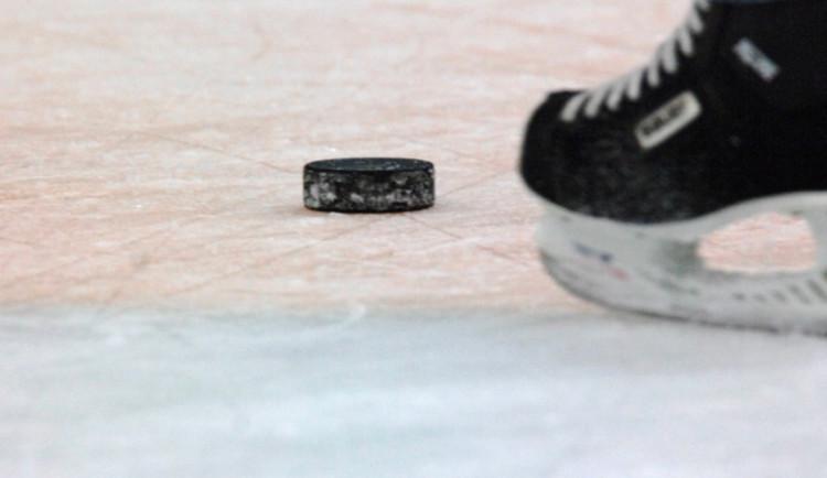 Výtržníci napadli při hokejovém utkání úředníky, kteří kontrolovali dodržování EET