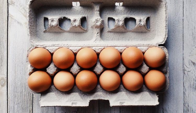 Podle testu jsou vejce v některých baleních prodávaných v Česku různě čerstvá