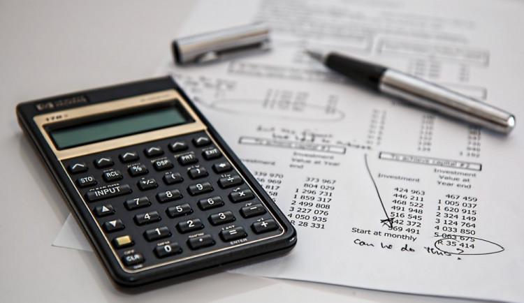 Univerzita Palackého v online kurzu radí, jak na daně
