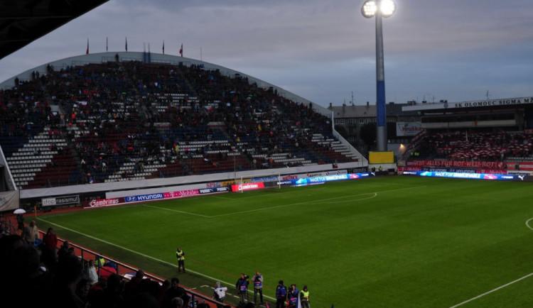 POLITICKÁ KORIDA: Jak hodnotí zastupitelé rozhodnutí města o koupi Androva stadionu?