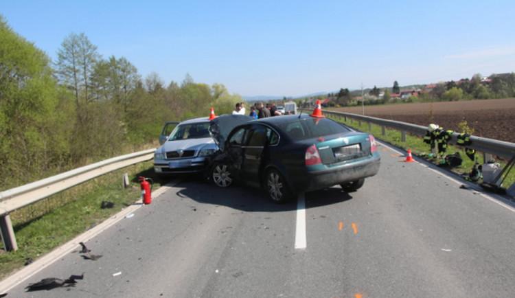 Řidič jel s přívěsným vozíkem příliš rychle, při nehodě byla zraněna žena