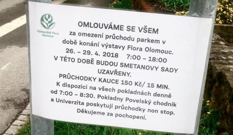Smetanovy Sady po dobu konání Flory musíme stihnout projít za 15 minut pod kaucí 150 korun