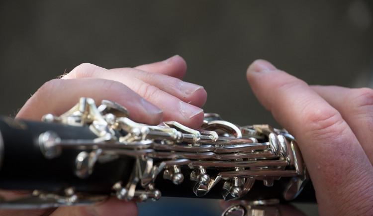 Mladík hrál ve dvě ráno v centru Olomouce na klarinet, strážníci mu vysvětlili, že to není nejlepší nápad