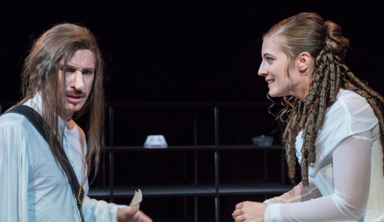 Cyrana z Bergeracu nebo sté uvedení Sluhy dvou pánů uvidíme v Olomouci pod širým nebem