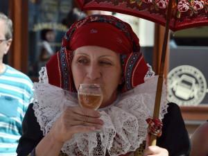 FOTO: Přerovští Hanáci se vypravili do ulic v krojích, zvali na nadcházající víkendový festival