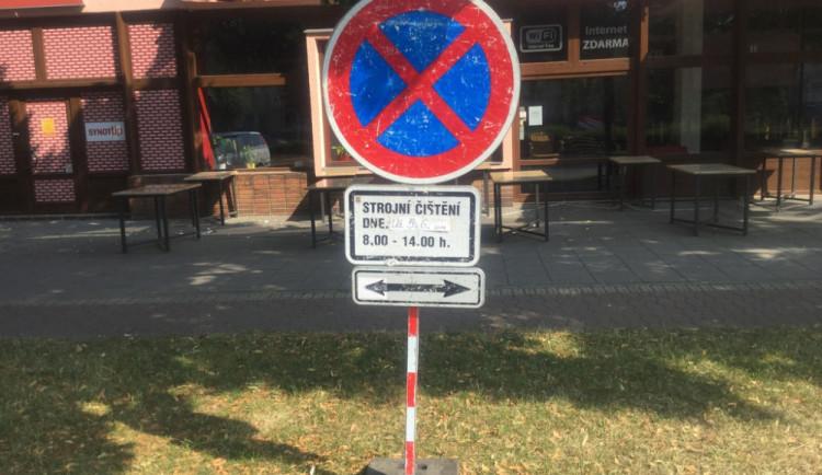 Blokové čištění pokračuje, od začátku letošních prací řešili strážníci už 114 vozidel v zákazu zastavení