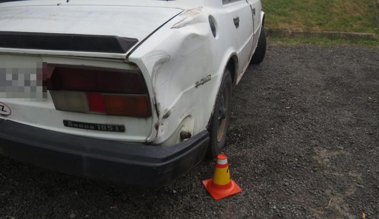 Řidič s třemi promile narazil do škodovky a z místa ujel, po chvíli ho chytila policie