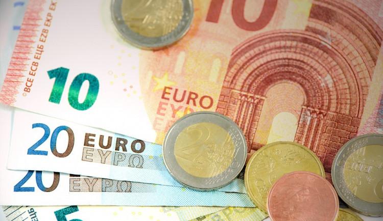 Rodina si na cestu do zahraničí našetřila úvěrovými podvody. Půjčili si na zboží a hned ho prodali