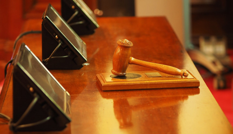 Olomoucký soud rozhodoval v kauze nelegálního lihu, majitel Likérky Drak Čaniga dostal 11 a půl roku