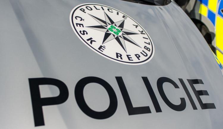 Zloděj udělal v kanceláři v Lutíně škodu za 85 tisíc. Kradl hotovost, stravenky i doklady zaměstnanců