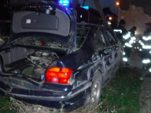 Auto narazilo do zdi rodinného domu, pět lidí ve vozidle se zranilo