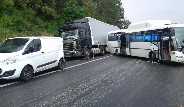 FOTO: Rekapitulace osmi dopravních nehod, ke kterým došlo v úterý na dálnici D46