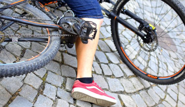 Cyklista narazil do sloupu a se zraněním skončil v nemocnici. Nadýchal skoro čtyři promile