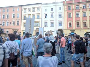 VIDEO: V Olomouci se protestovalo proti stavbě Šantovka Tower, přišly desítky lidí
