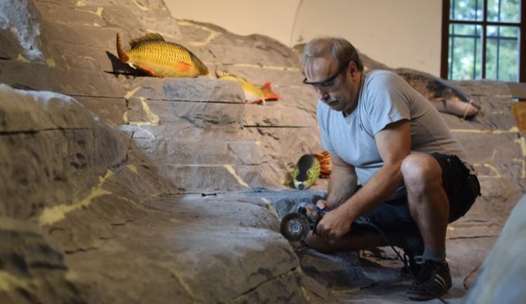 V Pevnosti poznání vyrábí nové exponáty. Vzniká pískovna s podvodním světem, vylepšuje se i model mozku