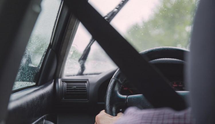Policie stavěla na Lutínsku šedesátiletou řidičku, která nadýchala přes tři promile