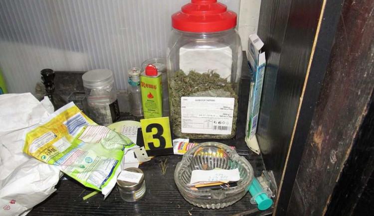 FOTO: Muž u sebe měl přes čtvrt kila marihuany, hrozí mu pět let za mřížemi