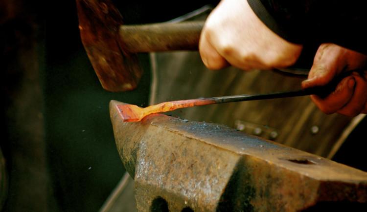 Kováři budou během týdenního sympozia kovat obří plastiku, která natrvalo ozdobí Helfštýn