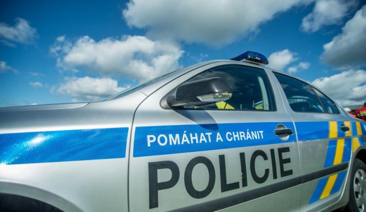 AKTUÁLNĚ: V Dobrovského ulici nedala řidička přednost motorkáři, ten byl při nehodě zraněn
