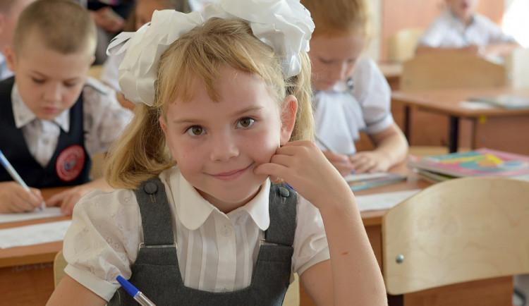 V pětadvaceti olomouckých školách dnes zasedlo do lavic přes tisíc prvňáčků