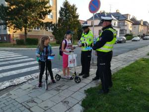 """FOTO: Celý týden probíhala u škol policejní akce """"Zebra se za Tebe nerozhlédne!"""""""
