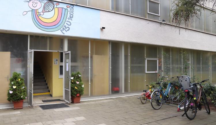 Školka s prasklinami ve zdi zůstane uzavřená minimálně do 21. září