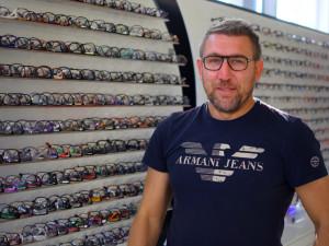 Nepodvádíme lidi falešnými slevami, sázíme na fantastický přístup, říká optometrista Radek Wagner