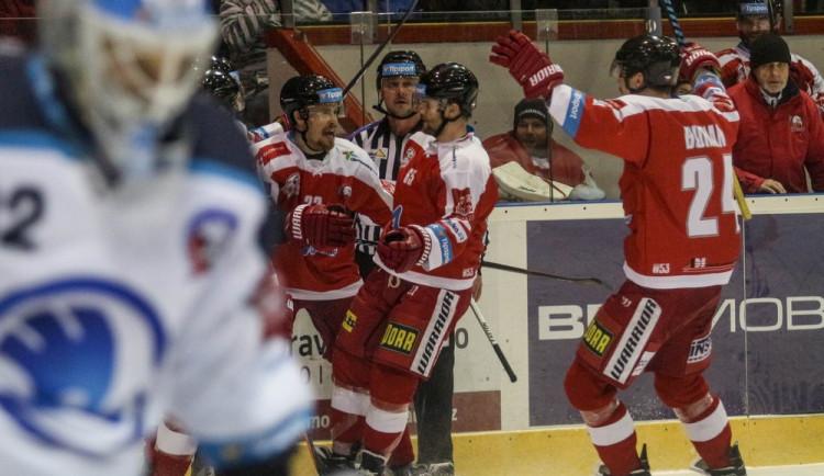 Hokejisté Olomouce ve vypjatém duelu porazili Plzeň 3:1