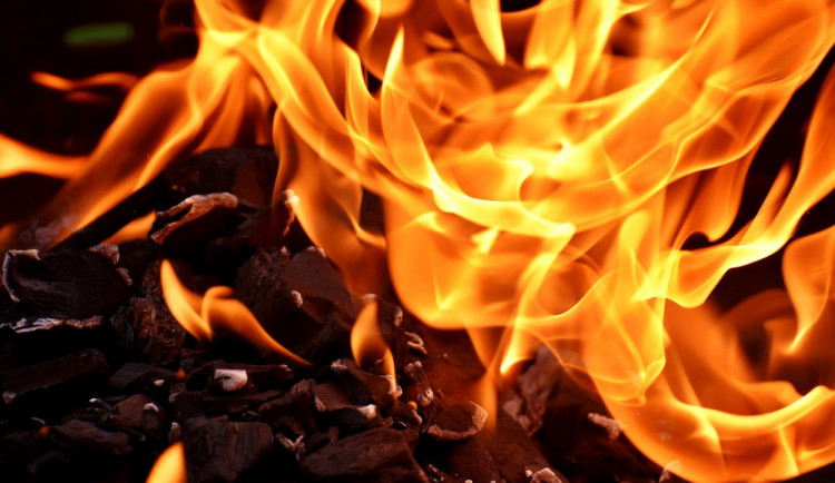 Muž podpaloval bezdomovce, u olomouckého soudu dnes dostal 23 let