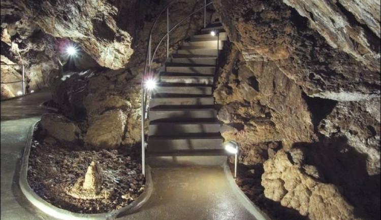 Opony ve Zbrašovských aragonitových jeskyních napadají houby. Záchranou je sanace