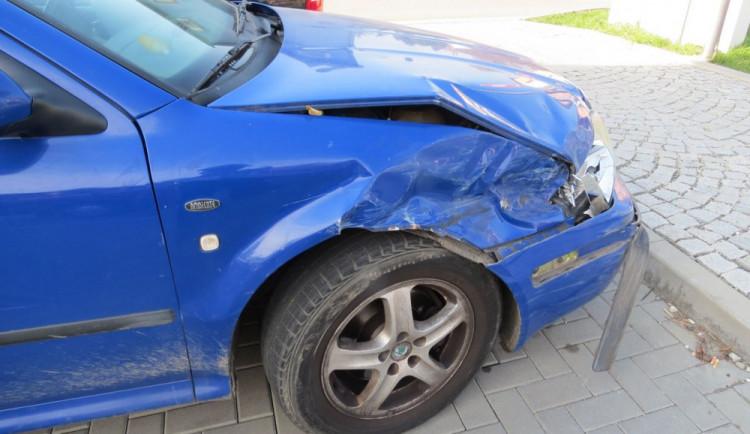 Opilý řidič způsobil nehodu a z místa chtěl ujet. Hrozí mu až tři roky ve vězení