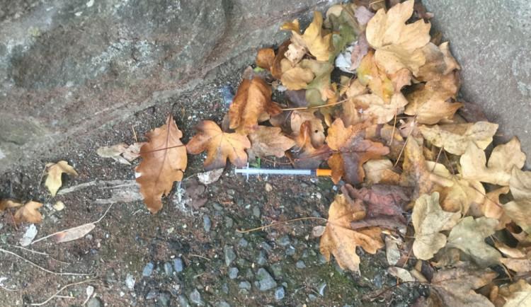O víkendu likvidovali strážníci injekční stříkačky nalezené v ulici 17. listopadu