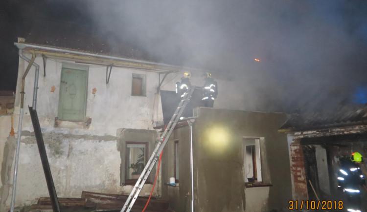 Nad ránem hořel rodinný dům i s přístavbou, vznikla škoda za 1,5 milionu korun
