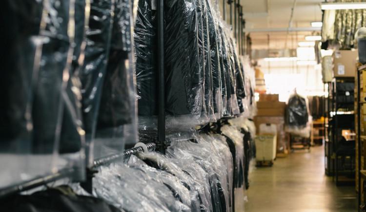 Kvůli milionovým dluhům ukončí zítra svou činnost oděvní firma Vespa Prostějov