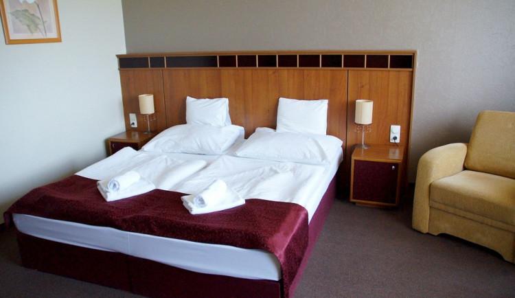 Hotely v Jeseníkách jsou na konec roku už téměř obsazené, Olomouc hlásí poslední pokoje