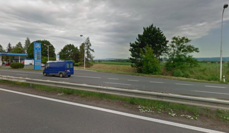 V remízku u benzínky na Pražské ulici byla nalezena mrtvola muže