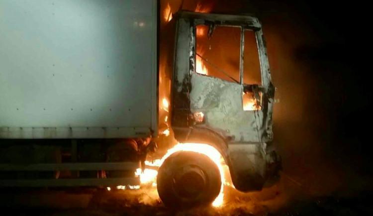 Ve Štěpánově vzplála kabina náklaďáku, hasiči oheň zlikvidovali pár minut po příjezdu