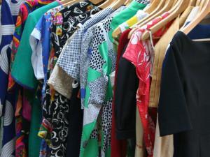 Nevíte kam se starým oblečením nebo sháníte nové kousky? Přijďte zítra na Clothes-Swap!