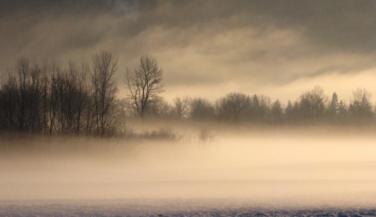 POČASÍ NA PÁTEK: Čekají nás mlhy, mrholení, vítr a zatažená obloha