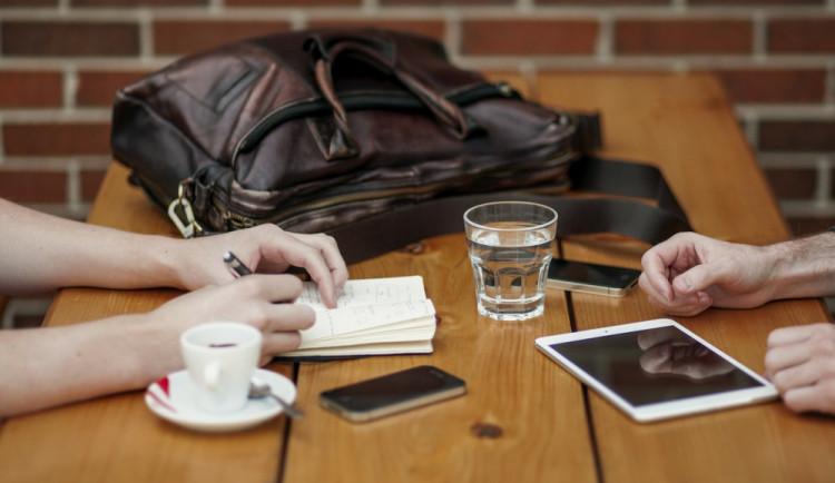Zaměstnanci na Olomoucku preferují benefity, jako je pět týdnů dovolené, stravenky nebo možnost pracovat z domova