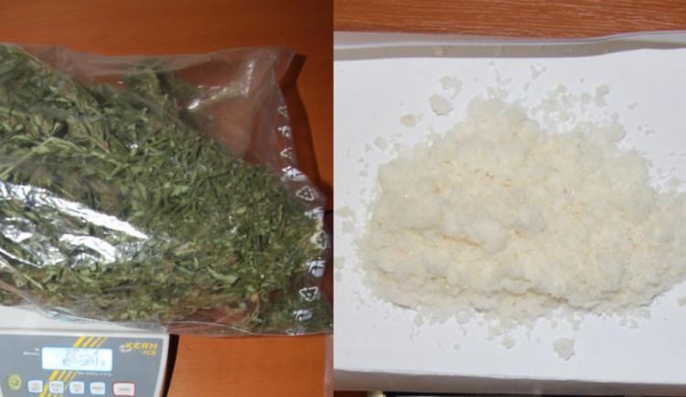 FOTO: Kriminalisté zadrželi dealera na ulici v Olomouci při distribuci drog