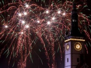 POLITICKÁ KORIDA: Je podle zastupitelů potřeba změnit čas konání novoročního ohňostroje nebo ho úplně zrušit?