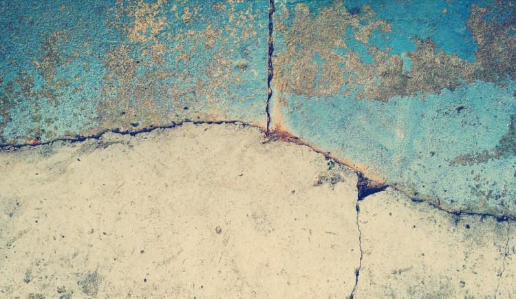 Přerovská radnice zaplatí přes půl milionu korun za opravu prasklin na městských budovách